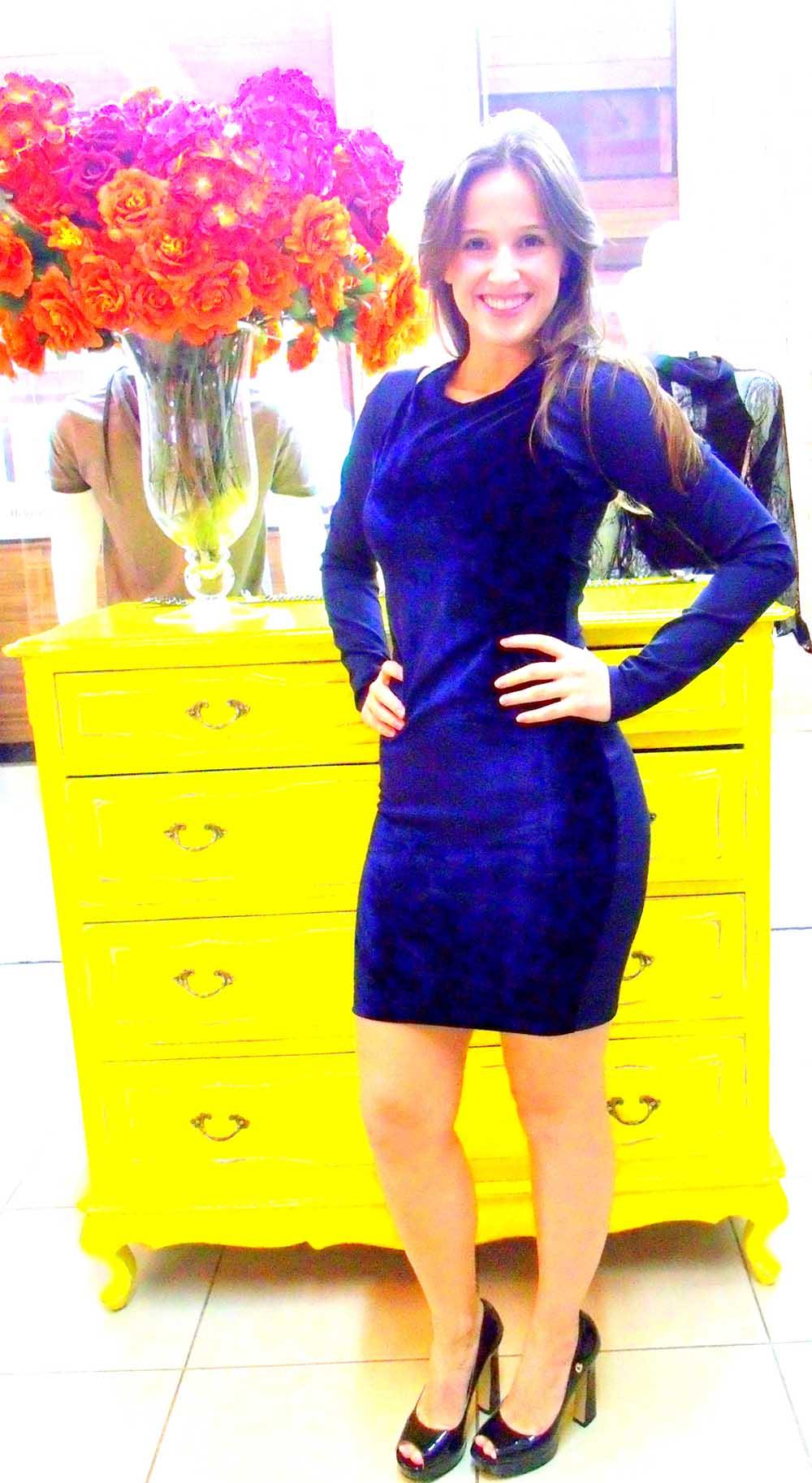 Vestido de veludo azul marinho curto